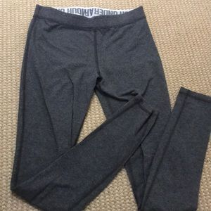 **BARELY WORN UNDER ARMOUR LEGGINGS GRAY**